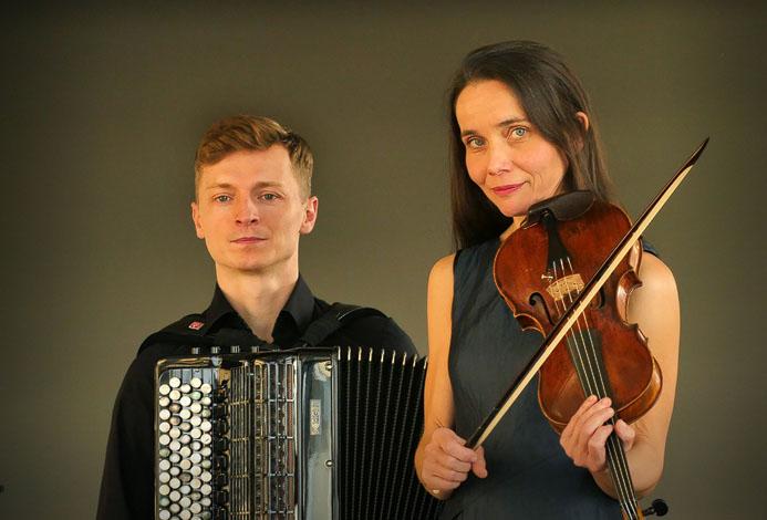 Cafe 1930 · Tabea Höfer - Violine und Marek Stawniak - Akkordeon